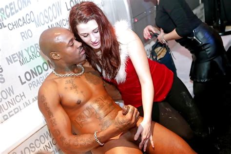 Interracial Clothed Female Naked Male 62 Pics Xhamster