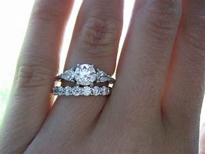 Diamond wedding rings online diamond shop for Where should you wear your wedding ring