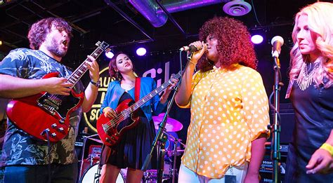 school  rock cast reunite  years   wont