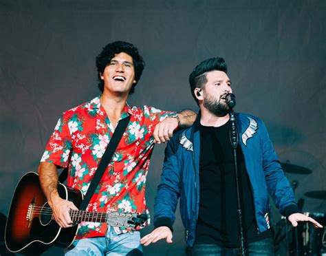 """Dan + Shay Enjoy """"tequila"""" With #1 Song And Album"""