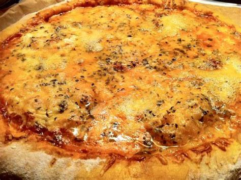 pizza 4 fromages maison pizza 4 fromages maison paperblog