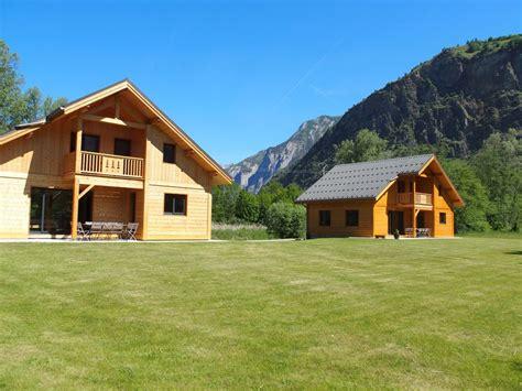 bourg d oisans chalet les chalets jumeaux laurent bourg d oisans location de vacances chalet avec terrasse dans