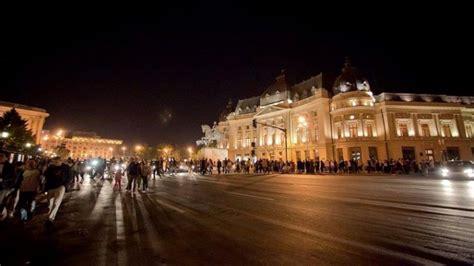 Noaptea Muzeelor, 2018. Program București | DCNewsdcnews.ro › noaptea-muzeelor-2018…ti…Noaptea Muzeelor, 2018. Muzeele administrate de Municipalitate isi asteapta vizitatorii cu expozitii, spectacole de teatru, statui vivante, concerte și... Astfel, cu ocazia Zilei Internaționale a Muzeelor, în ziua de vineri, 18 mai 2018, accesul este gratuit la toate sediile Muzeului Municipiului București... Read moreNoaptea Muzeelor, 2018. Muzeele administrate de Municipalitate isi asteapta vizitatorii cu expozitii, spectacole de teatru, statui vivante, concerte și reconstituiri istorice. Astfel, cu ocazia Zilei Internaționale a Muzeelor, în ziua de vineri, 18 mai 2018, accesul este gratuit la toate sediile Muzeului Municipiului București (intervalul orar 10.00-18.00), iar in data de 19 mai, cu ocazia Noptii Muzeelor, accesul este gratuit incepand cu ora 18.00. International Museum Day/Ziua Internațională a Muzeelor este o sărbătoare cu o lungă tradiție în întreaga lume, inițiată de către Consiliul Intern... Hide.gallery{font-size:0;line-height:0;position:relative}.gallery_gap-x_s .gallery__thumb{margin-left:1px}.gallery_gap-x_sm .gallery__main{margin-right:2px}.gallery_gap-x_sm .gallery__thumb{margin-left:2px}.gallery_gap-x_m .gallery__main{margin-right:3px}.gallery_gap-x_m .gallery__thumb{margin-left:3px}.gallery_gap-x_ml .gallery__main{margin-right:4px}.gallery_gap-x_ml .gallery__thumb{margin-left:4px}.gallery_gap-x_l .gallery__main{margin-right:6px}.gallery_gap-x_l .gallery__thumb{margin-left:6px}.gallery_gap-y_s .gallery__rows .gallery__row:not(:last-of-type) .gallery__thumb:after{border-bottom-width:1px}.gallery_gap-y_sm .gallery__rows .gallery__row:not(:last-of-type) .gallery__thumb:after{border-bottom-width:2px}.gallery_gap-y_m .gallery__rows .gallery__row:not(:last-of-type) .gallery__thumb:after{border-bottom-width:3px}.gallery_gap-y_ml .gallery__rows .gallery__row:not(:last-of-type) .gallery__thumb:after{border-bottom-width:4px}.gallery_gap-y_l .gallery__rows .gallery_