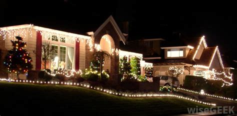 What is the Best Way to Hang Christmas Lights on my House?