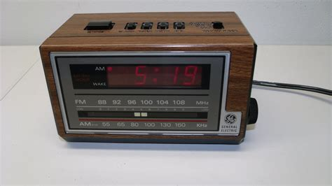 Vintage General Electric Ge Alarm Clock Am/fm Radio Snooze