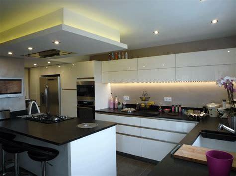 eclairage faux plafond cuisine eclairage cuisine plafond ralisation de cuisine spot
