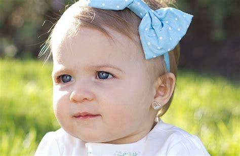 a quel age met on bebe dans une chaise haute a quel âge peut on faire percer les oreilles de enfant