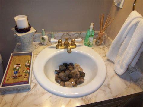 diy themed bathroom decor 海外の狭いトイレ 洗面所インテリア 収納アイディア 2 2 インテリアまとめ リビング 狭い インテリアブログ