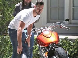 La Maison De La Moto : photos matthew paetz le boyfriend de lea michele en panne moto devant la maison de sa belle ~ Medecine-chirurgie-esthetiques.com Avis de Voitures