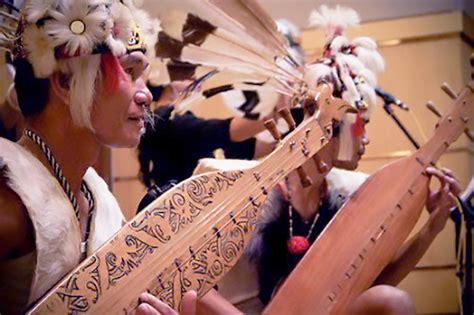 Entebong menjadi alat musik tradisional kalbar khususnya pada suku dayak mualang yang mendiami wilayah kabupaten sekadau. Sampe, Alat Musik Tradisional Suku Dayak di Kalimantan - Kamera Budaya