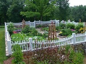 Garden fencing ideas landscape traditional with exterior for Garden plant design
