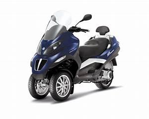 Piaggio Mp3 400 : 2013 piaggio mp3 400 awesome 3 wheeled commuting autoevolution ~ Medecine-chirurgie-esthetiques.com Avis de Voitures