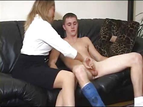 Mutter Bringt Ihrem Sohn Bei Wie Man Wichst Porndroidscom