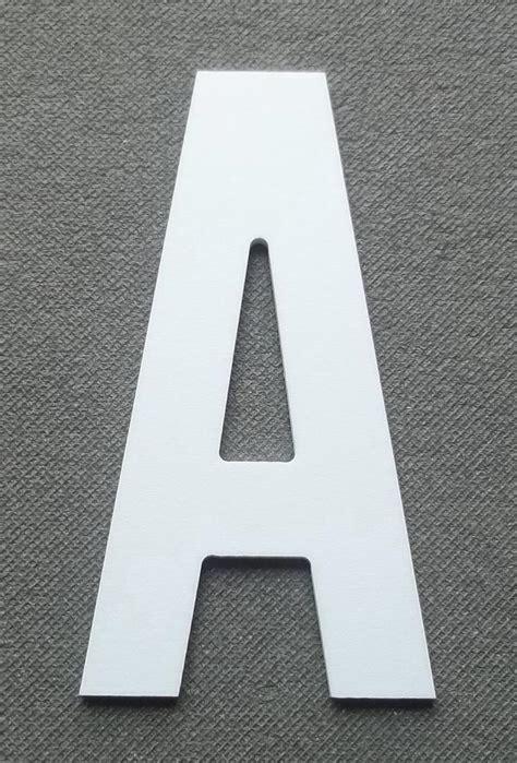 decoupe de lettre enseigne en plastique pvc atelier