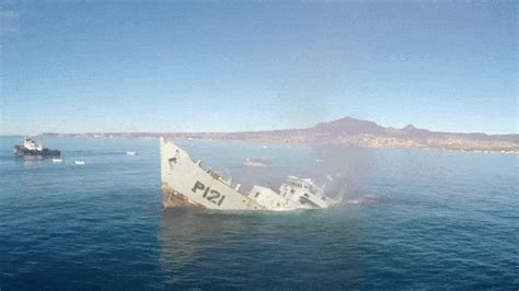 Sinking Boat Gif by Boat Sinking Gif Www Pixshark Images Galleries