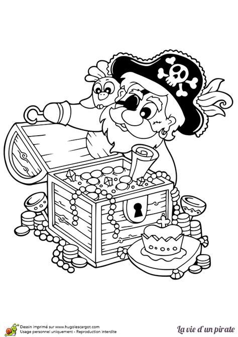 coloriage d un pirate ouvrant coffre au tr 233 sor