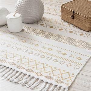 tapis motifs ethniques blanc et dore 120x60cm phoenix With tapis salon maison du monde