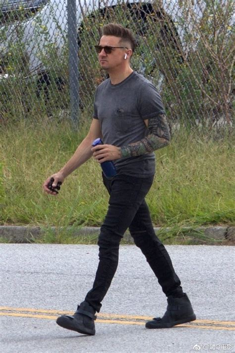 First Look Jeremy Renner Hawkeye The Set