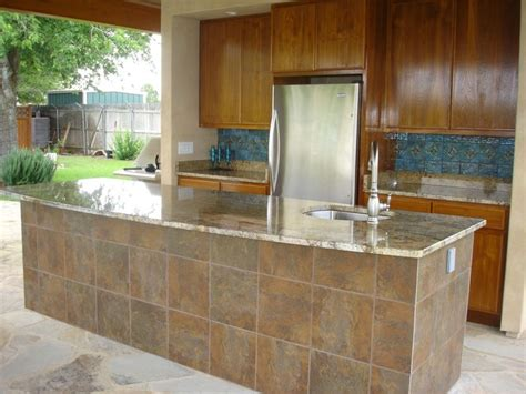 outdoor kitchen tile  splash bar tile granite