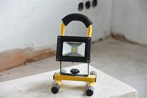Akku Vertikutierer Test : akku led baustrahler mit 10 watt im test ~ Frokenaadalensverden.com Haus und Dekorationen