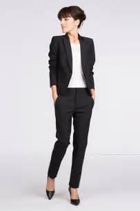 costume femme pour mariage tailleur noir de comptoir des cotonniers 20 tenues élégantes pour un mariage en hiver