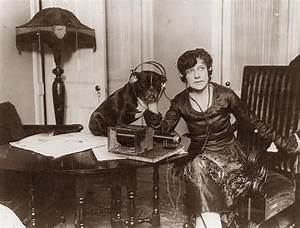 Old Picture of the Day: Dog Listening to the Radio