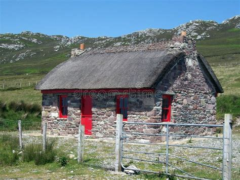 cottage in irlanda cottage di pietra in irlanda immagine stock immagine di
