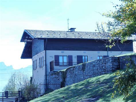 landhaus in den bergen freistehendes rustikales landhaus mit terrassengrundst 252 ck