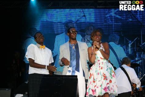 Cytotec 100 Mg Shabba Ranks Poses With His Family Steve James Reggae