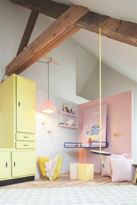 peindre une chambre de fille partager une chambre en deux dcorer des objets en bois
