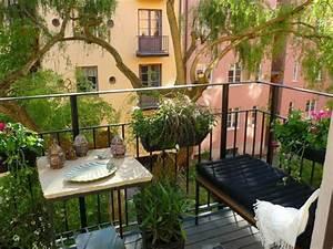 Balkon Bank Klein : 1001 ideen zum thema stilvollen kleinen balkon gestalten ~ Frokenaadalensverden.com Haus und Dekorationen
