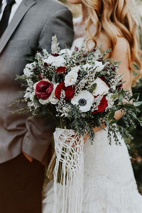 Romantic And Elegant Red Bridal Bouquet Ideas