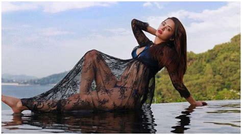 surveen chawla bikini too hot to handle hate story 2 actress surveen chawla s