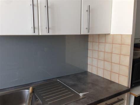 cuisine blanche sans poign馥 comment poser une credence de cuisine maison design bahbe com