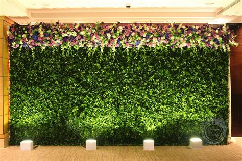 floral hedges flower power 15 awesome wedding flower walls lots of love susan
