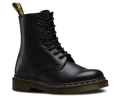 win  pair  dr martens original  boots win clash magazine