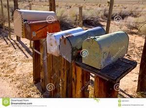 Boite Aux Lettres Vintage : les bo tes aux lettres ont vieilli le vintage dans le d sert de californie occidental image ~ Teatrodelosmanantiales.com Idées de Décoration