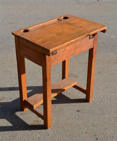 bureau ecolier bois mobilier vintage pour enfants chaises tables coffres à