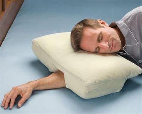la almohada ideal  los  duermen  la cabeza sobre