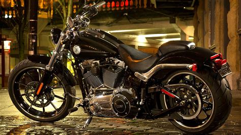 Harley Davidson Heritage Classic 4k Wallpapers by Harley Davidson Cvo One Of The Most Expensive Bikes Gq