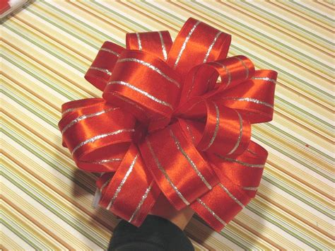 make a bow out of ribbon how to make a christmas bow out of ribbon www imgkid com the image kid has it