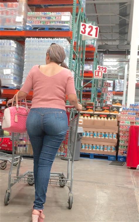 Elegant And Classy Mature Showing Amazing Ass In Jeans