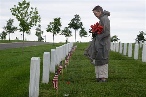 Flowers, volunteers return to Arlington for Memorial Day ...