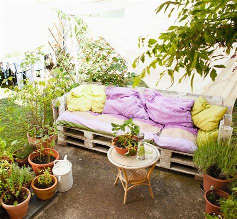 salon de jardin palette dunlopillo fabriquer un salon de jardin maison design bahbe com