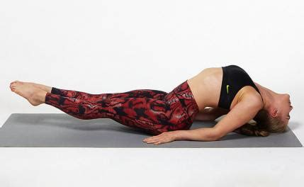 Boat Pose Weak Hip Flexors by 5 Yoga Poses For Better Abs Fit Tip Daily