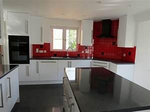 cuisine cuisine rouge plan de travail noir 1000 idees With cuisine rouge plan de travail noir