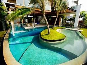 piscine quelques idees avec ilots au design exceptionnel With piscine avec ilot central
