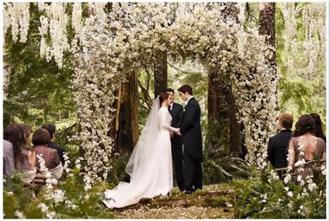The Inside Story On The Wedding Dress From Breaking Dawn
