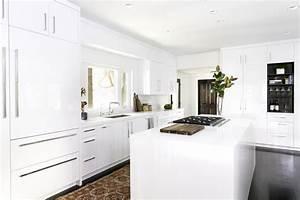 White Kitchen Cabinet Ideas for Vintage Kitchen Design