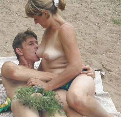 Naked Couple Having Oral Sex At A Public Beach Pichunter